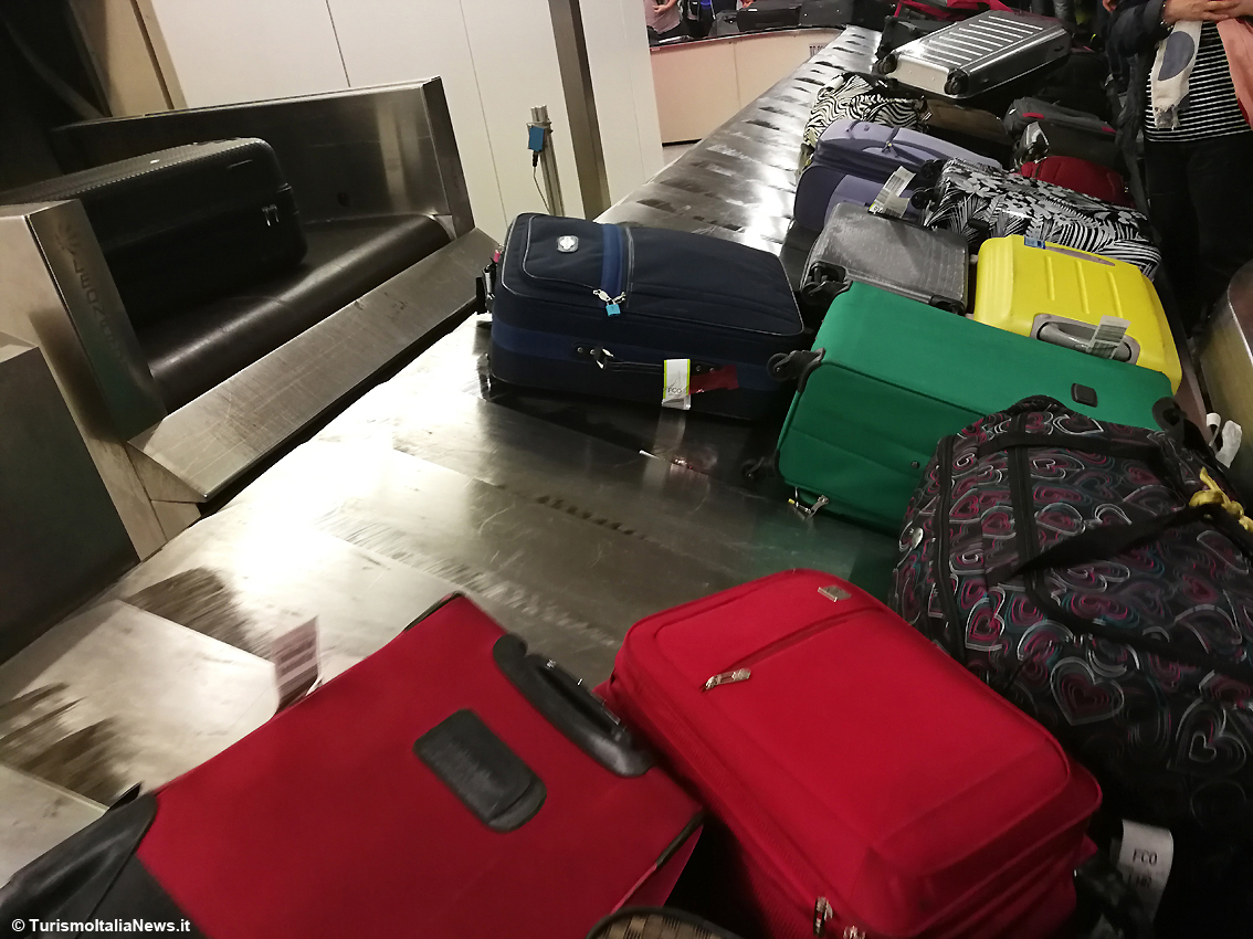 http://www.turismoitalianews.it/images/stories/aeroporti/AeroportoBagagli01.JPG