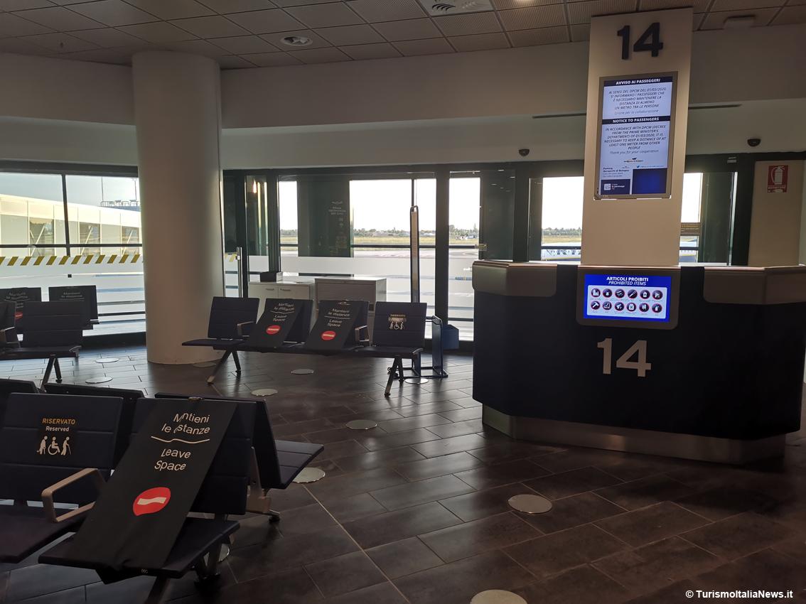 http://www.turismoitalianews.it/images/stories/aeroporto_bologna/AeroportiCovid19_Bologna03.jpg