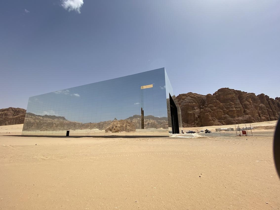 Arabia Saudita, la Maraya Concert Hall nel Guinness World Records: è l'edificio a specchi più grande del mondo
