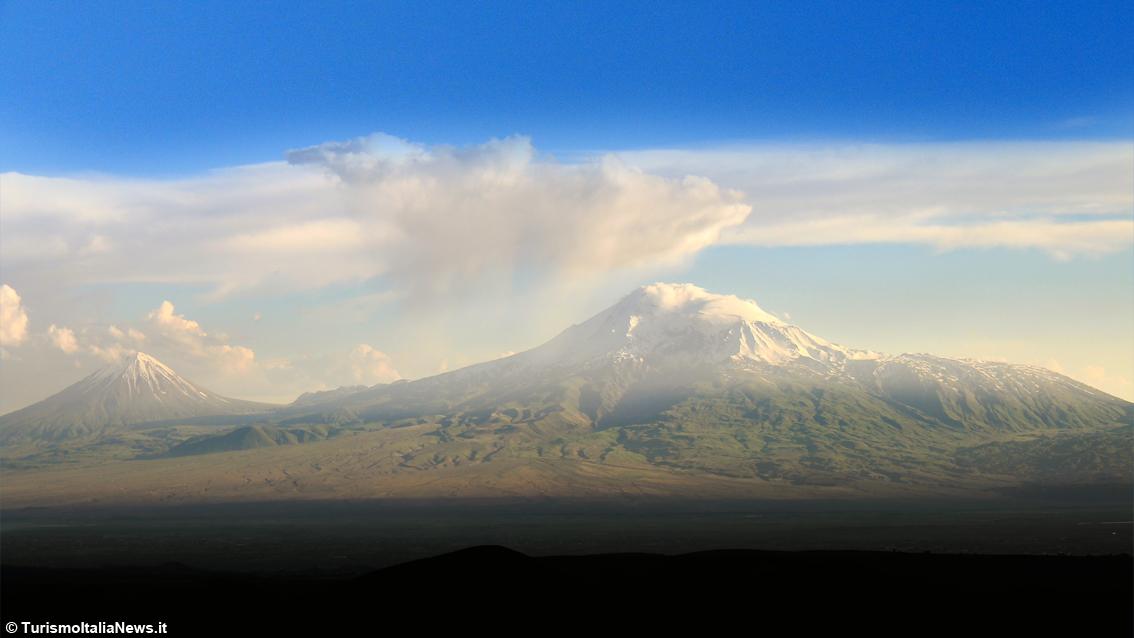 http://www.turismoitalianews.it/images/stories/armenia/MonteArarat01.jpg