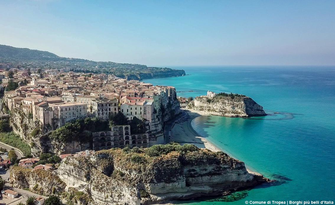http://www.turismoitalianews.it/images/stories/calabria/Tropea1.jpg