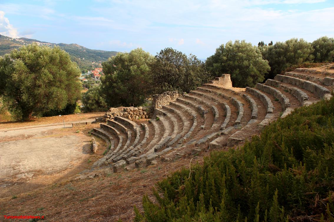 http://www.turismoitalianews.it/images/stories/campania/Velia07_Teatro02.JPG