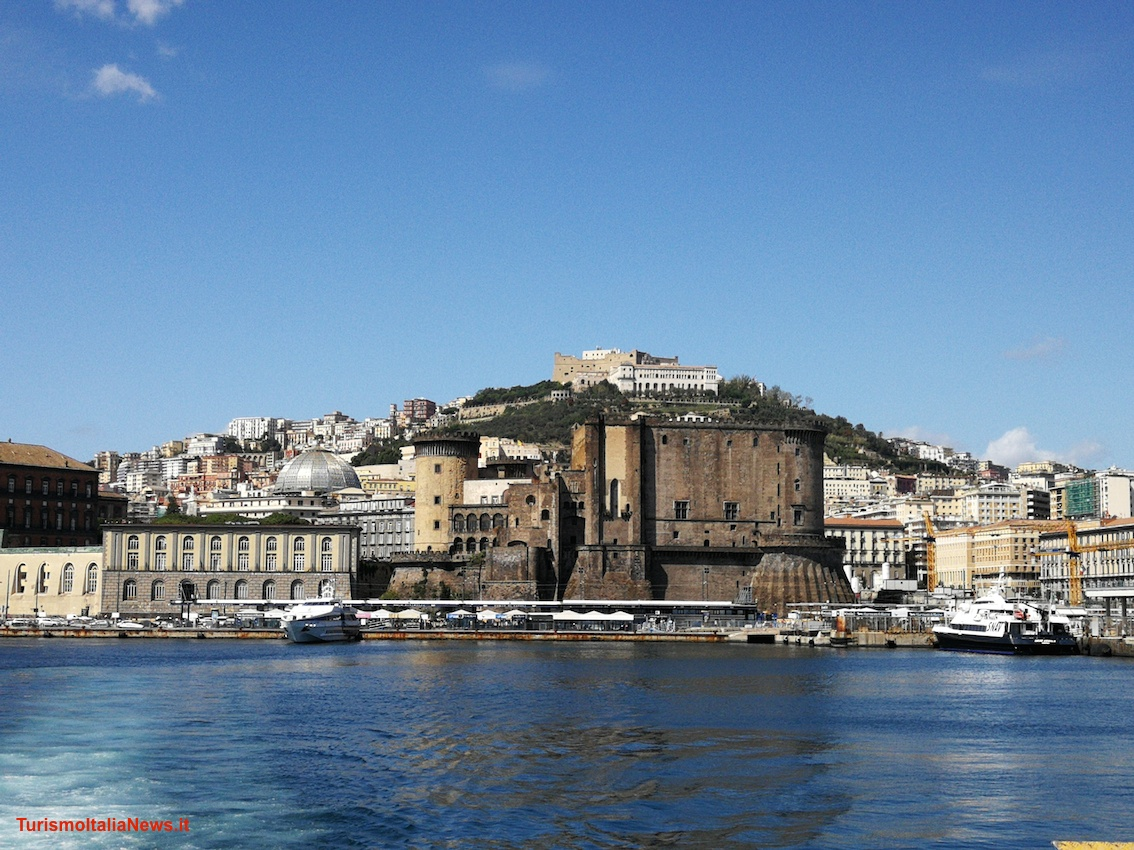http://www.turismoitalianews.it/images/stories/campania_Napoli/Napoli02.jpg