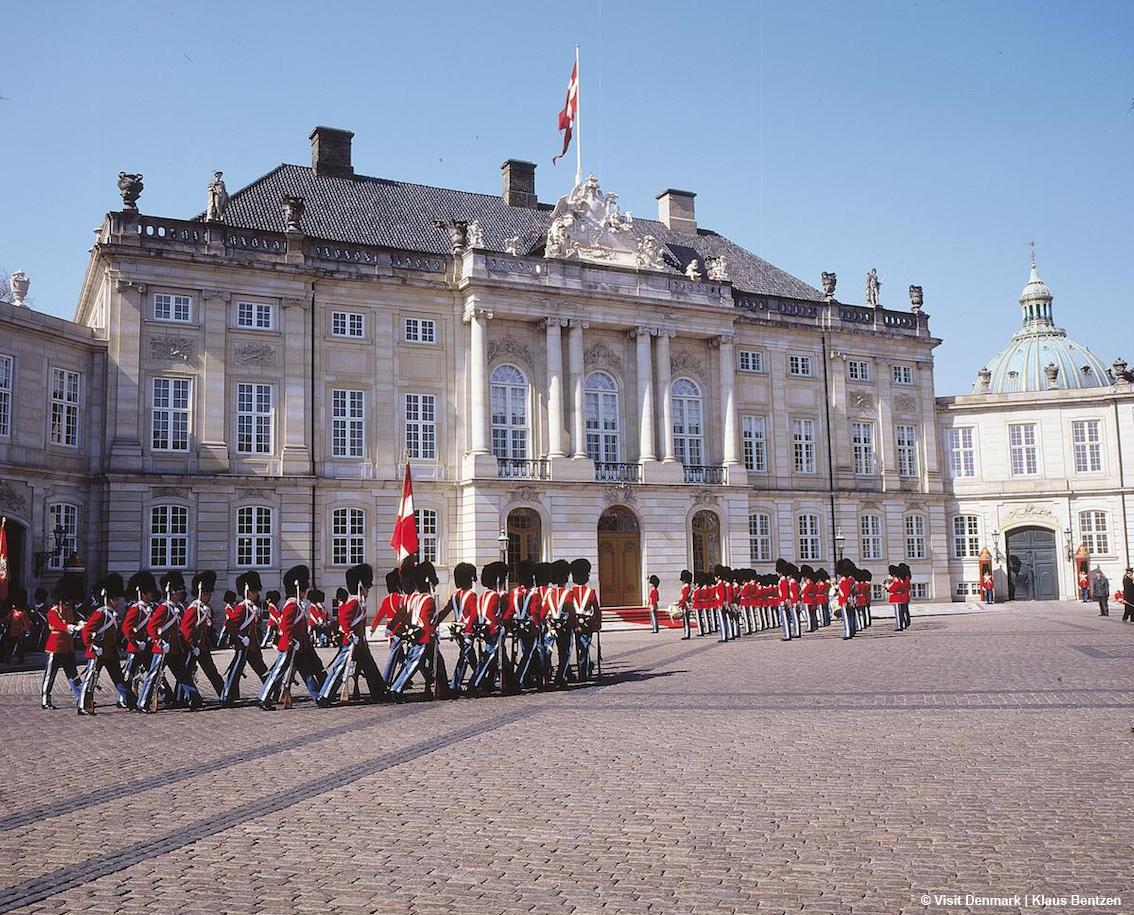 http://www.turismoitalianews.it/images/stories/danimarca/CopenaghenAmalienborgPalace_Ph_Klaus_Bentzen.jpg