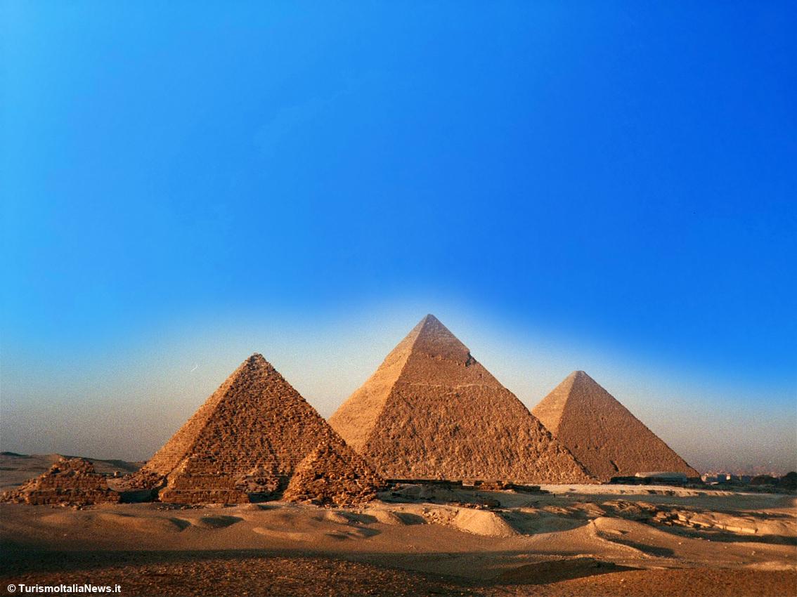 http://www.turismoitalianews.it/images/stories/egitto/GizaPiramidi1.jpg