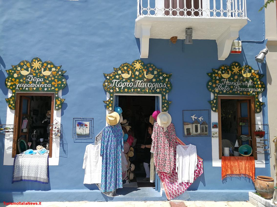 http://www.turismoitalianews.it/images/stories/grecia/Cefalonia_Fiskardo04.jpg