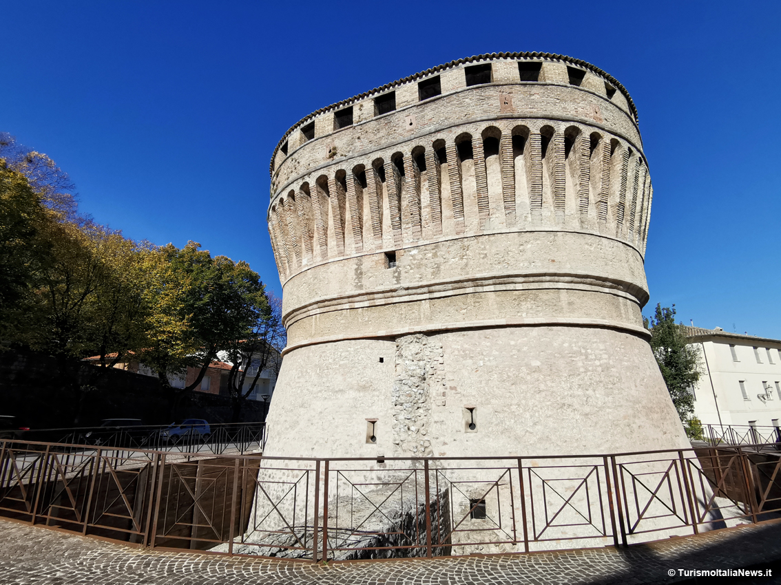 http://www.turismoitalianews.it/images/stories/marche/CagliPU.jpg