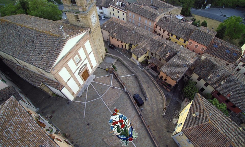 images/stories/marche/CastelraimondoInfiorate01.jpg