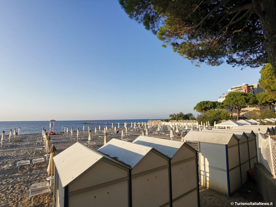 http://www.turismoitalianews.it/images/stories/mare/Grado_Spiaggia.jpg