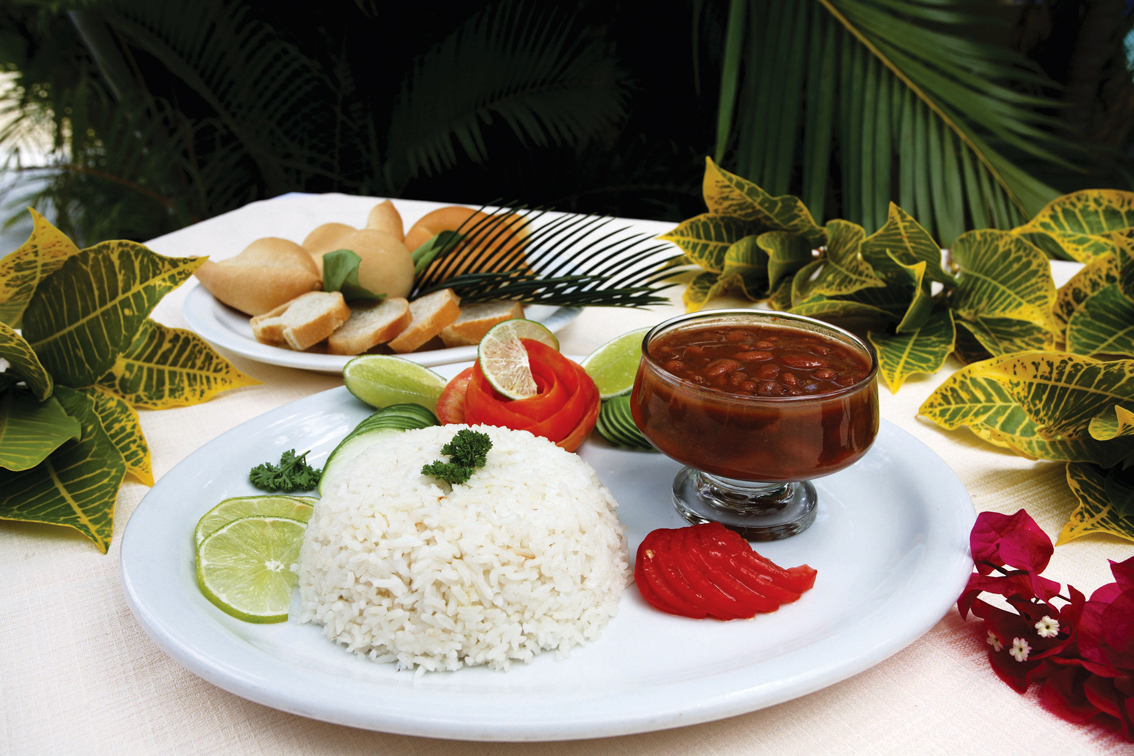 http://www.turismoitalianews.it/images/stories/repDominicana/Food04_LaBandera_PhDominicanRepublicMinistryOfTourism.jpg