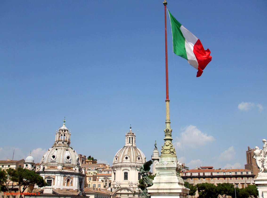 http://www.turismoitalianews.it/images/stories/roma/AltarePatria4.jpg