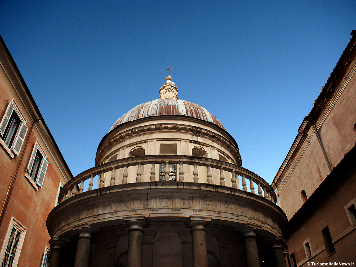 http://www.turismoitalianews.it/images/stories/roma/TempiettoBramante01.JPG