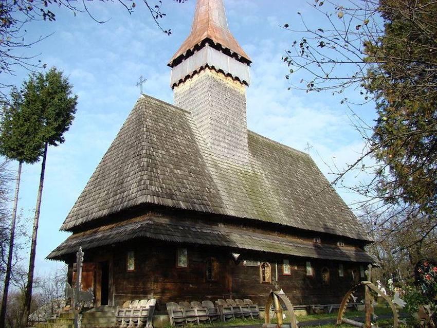 Romania tra i carpazi le chiese in legno che stupiscono for Case in legno romania