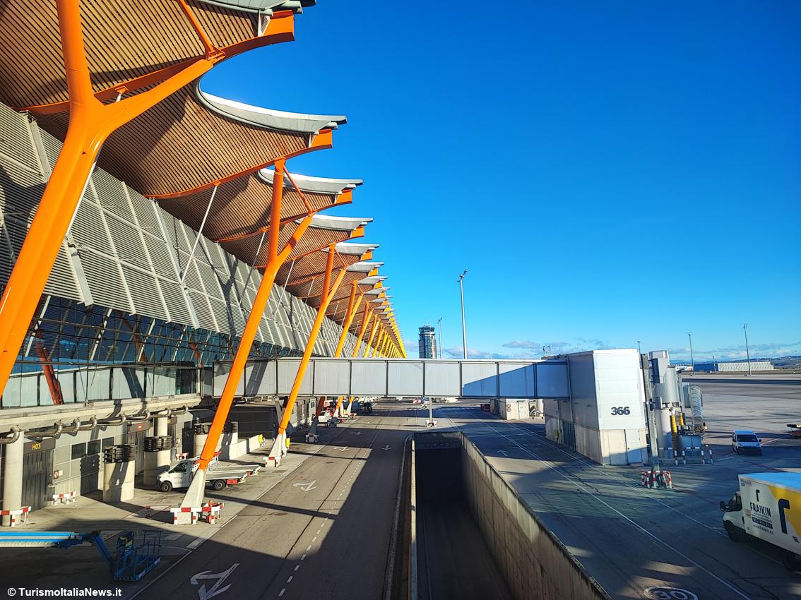 http://www.turismoitalianews.it/images/stories/spagna/Madrid_AeroportoBarajas01.jpg