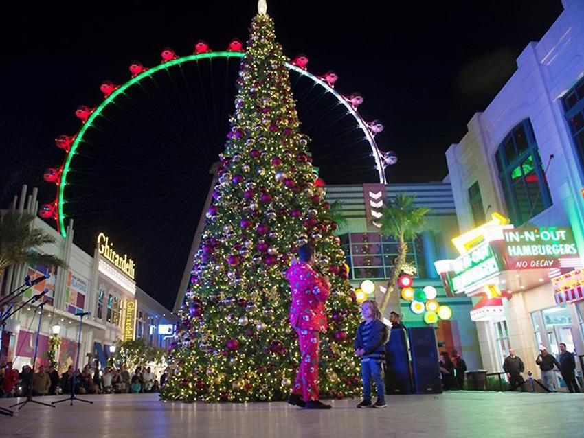 Natale A Natale.La Magia Di Un Natale A Las Vegas Piste Di Pattinaggio Sul Ghiaccio Spettacoli Di Luci Ed Eventi Turismo Italia News