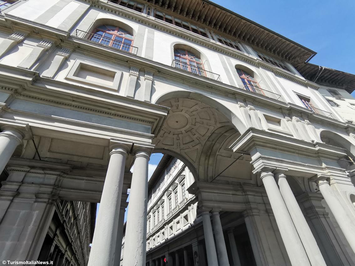 http://www.turismoitalianews.it/images/stories/toscana/FirenzeUffizi02.jpg
