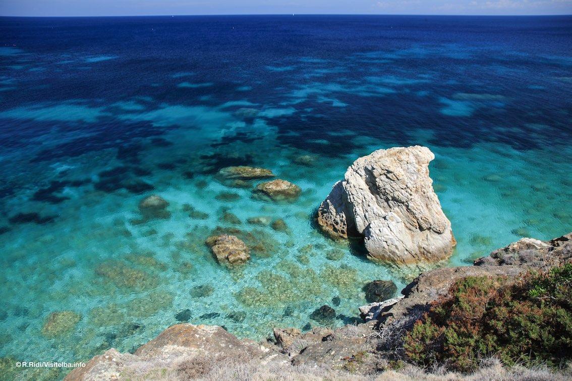 http://www.turismoitalianews.it/images/stories/toscana/IsolaDElba01_PhVisitElba_RRidi.jpg