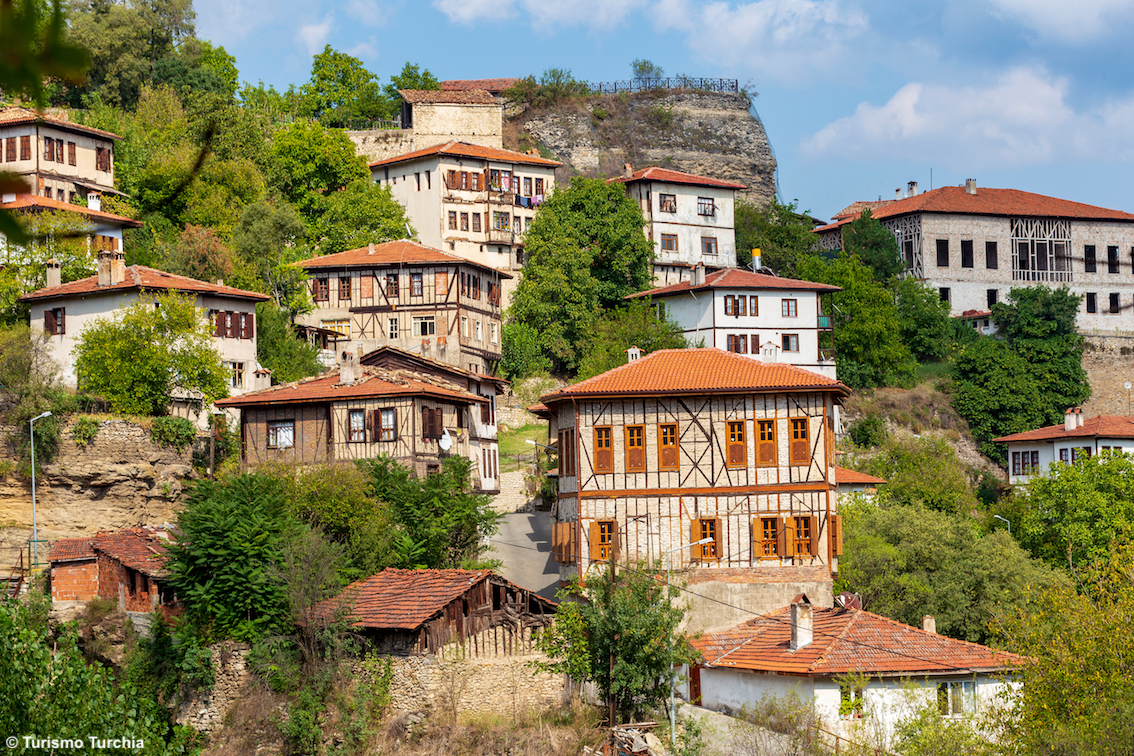 http://www.turismoitalianews.it/images/stories/turchia/Safranbolu_CaseTradizionaliOttomane02_Unesco.jpg