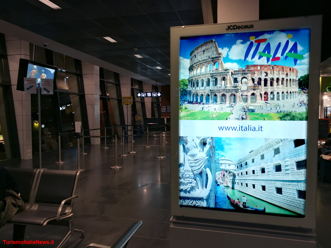http://www.turismoitalianews.it/images/stories/turisti/Enit_PromozioneAeroporto01.jpg
