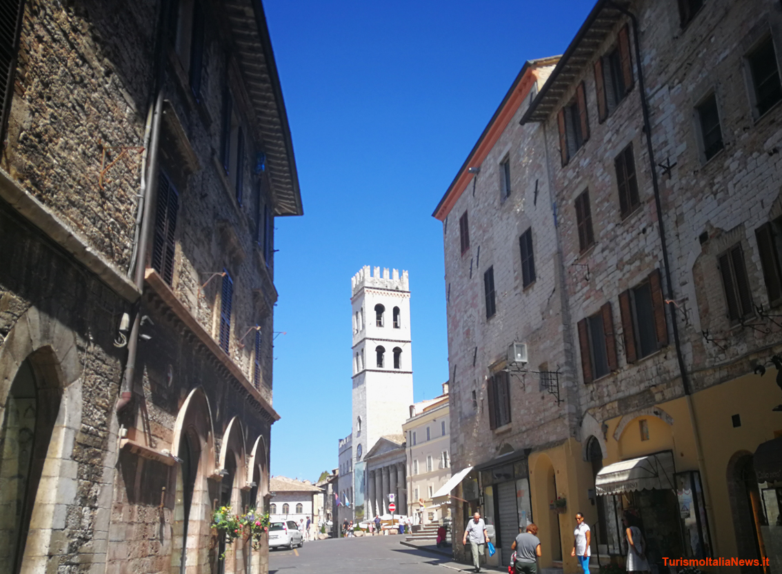 http://www.turismoitalianews.it/images/stories/umbria/Assisi9.jpg