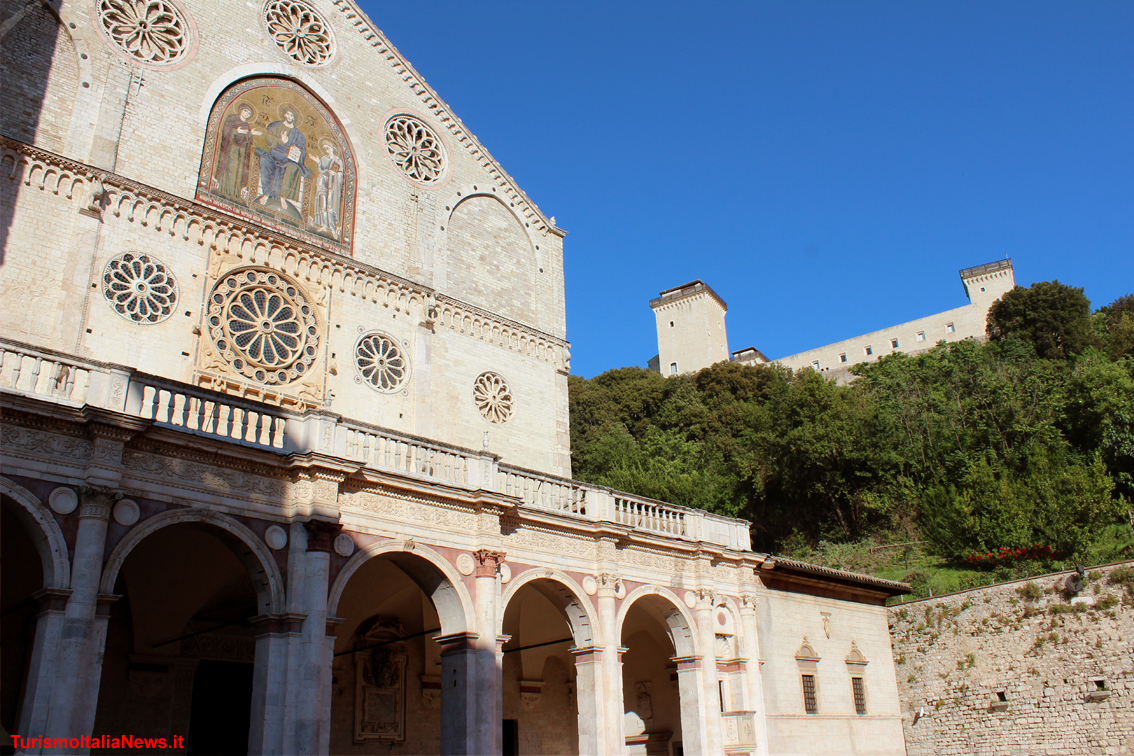 http://www.turismoitalianews.it/images/stories/umbria_Spoleto/Duomo1.jpg