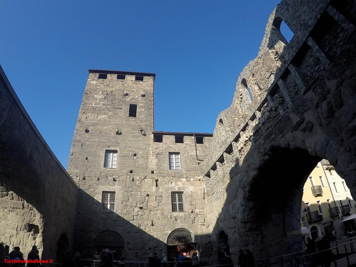 http://www.turismoitalianews.it/images/stories/valle_daosta/AostaPortaPraetoria1.jpg