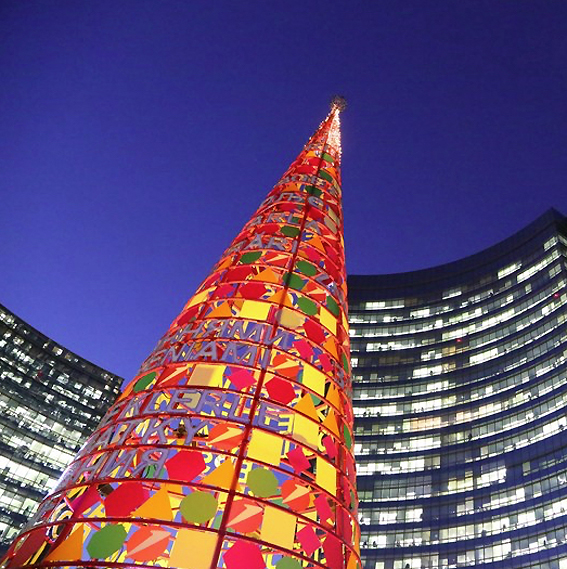 Milano Rosso Natale In Piazza Gae Aulenti Si Accendono L Albero Di