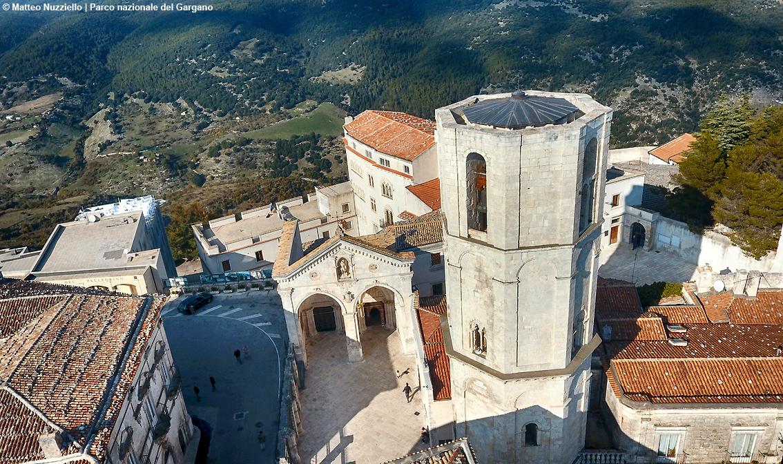 http://www.turismoitalianews.it/images/stories/varie_2020/MonteSantAngelo_SantuarioSanMicheleArcangelo01.jpg