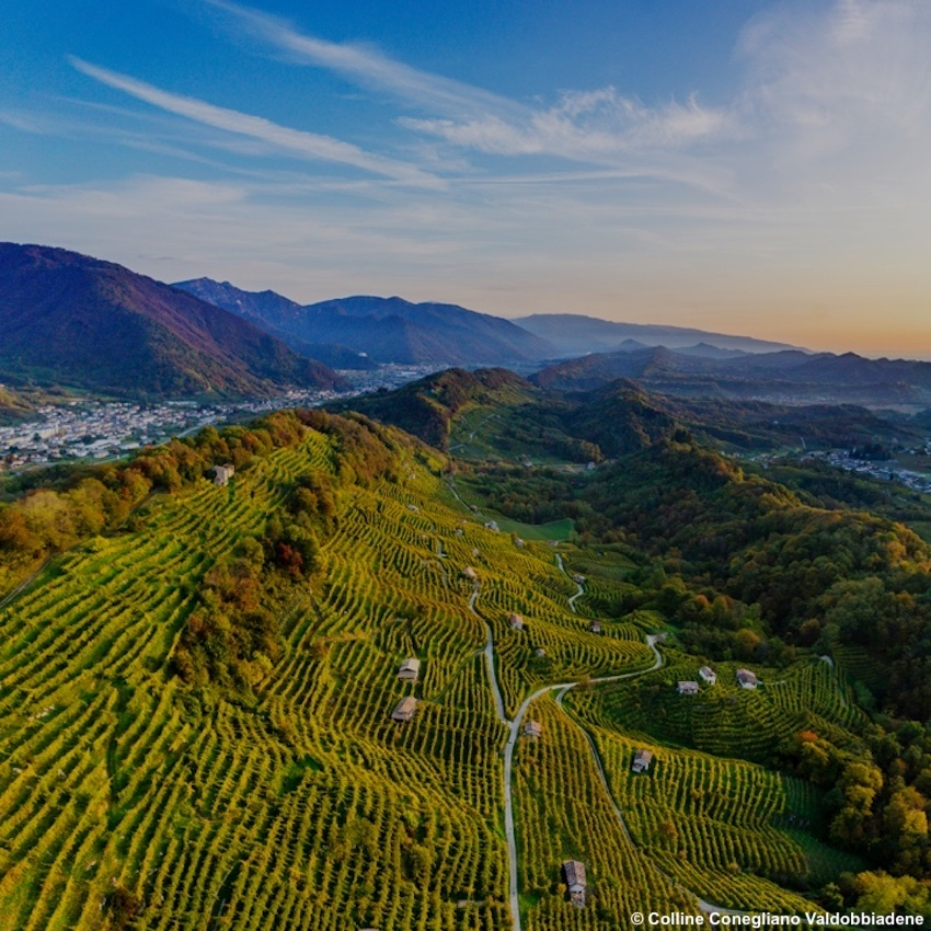 http://www.turismoitalianews.it/images/stories/veneto/CollineConeglianoValdobbiadene02.jpg