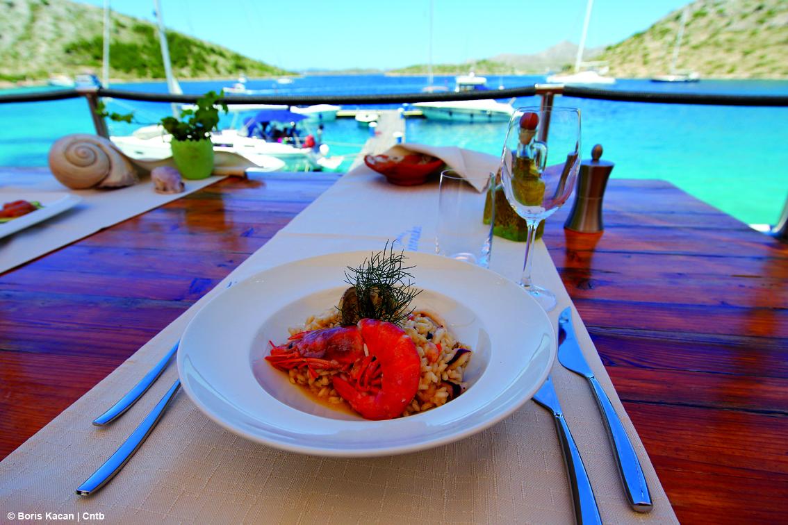 https://www.turismoitalianews.it/images/stories/croazia/Food_IsolaLevrnaka01.jpg