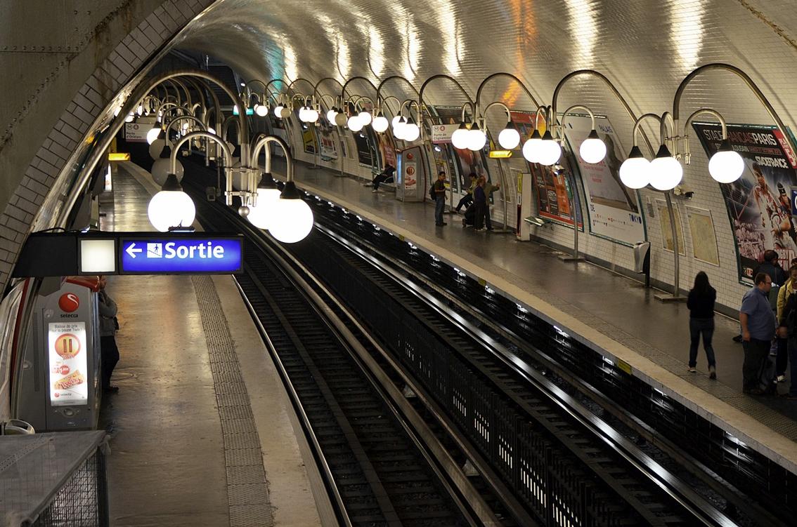 Una passeggiata poetica con baudelaire nella metropolitana for Parigi a febbraio
