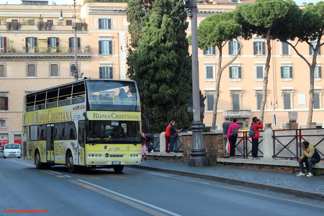 https://www.turismoitalianews.it/images/stories/roma/BusRomaCristiana01.JPG