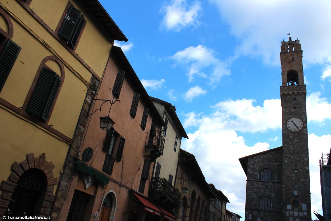 huge discount a596d 99606 A Montalcino il marchio Cruciani sulla piastrella ...