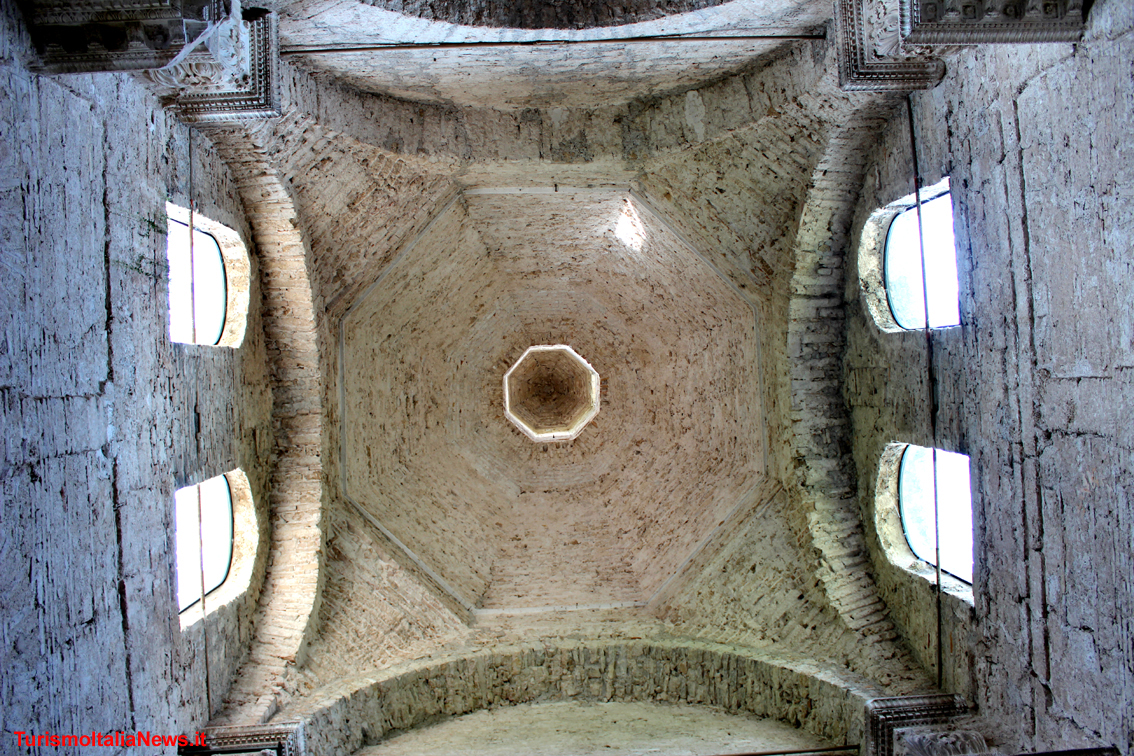 images/stories/umbria_Spoleto/BasilicaSanSalvatoreL.jpg